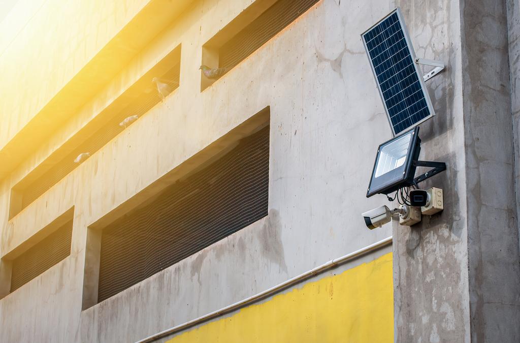 Pourquoi installer un projecteur solaire en 2021 ?